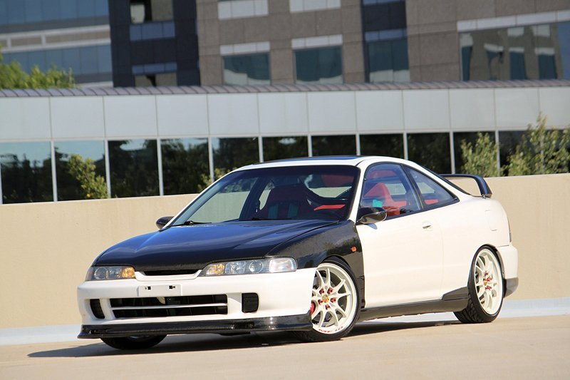Komals Integra GS-R with carbon fiber Type R front end