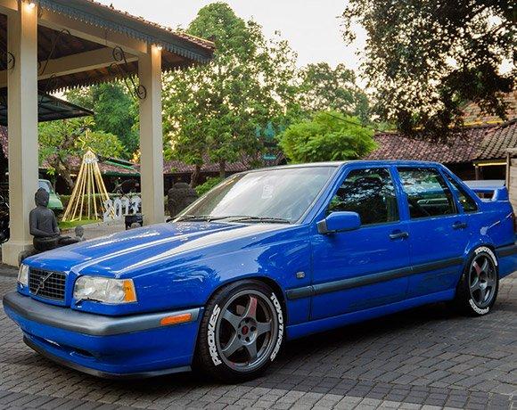 Slammed-Volvo-850-Coilovers